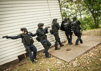 Plymouth_SWAT_baricaded_2