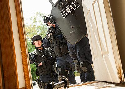 Plymouth_SWAT_baricaded_6